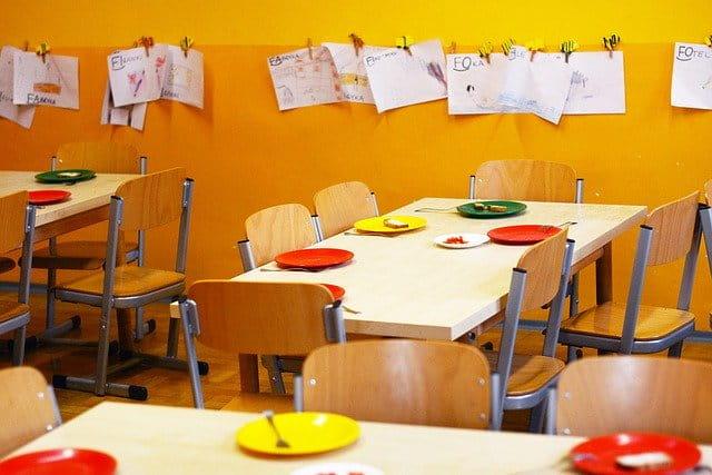 https://pixabay.com/ru/photos/детский-сад-школа-основная-жёлтый-2456159/