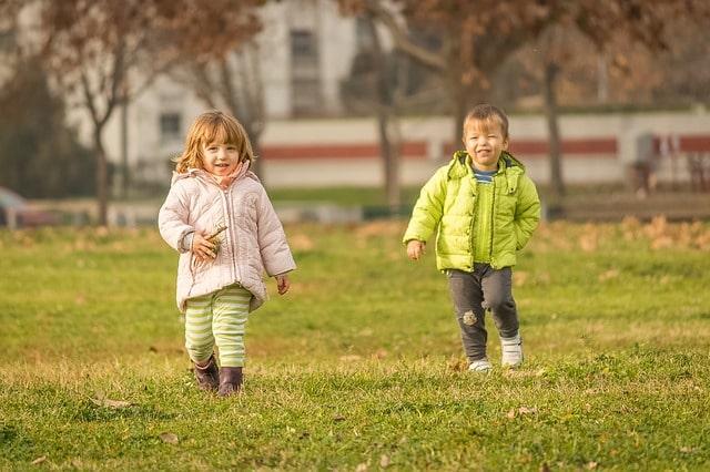 https://pixabay.com/ru/photos/дети-ребенок-молодой-счастье-дочь-2813848/